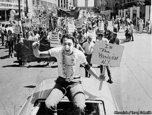 WHITE26B/C/24NOV99/DD/FILE--H Milk at SF Gay Freedom Day Parade, 1978. CHRONICLE PHOTO BY TERRY SCHMITT